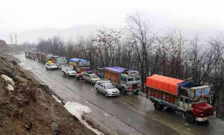 jammu srinagar national highway closed for vehicular moment