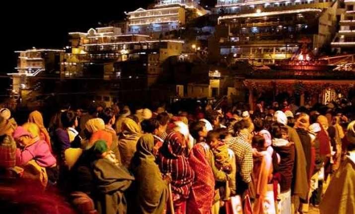 over 2.5 lakh pilgrims visit vaishno devi during navratras