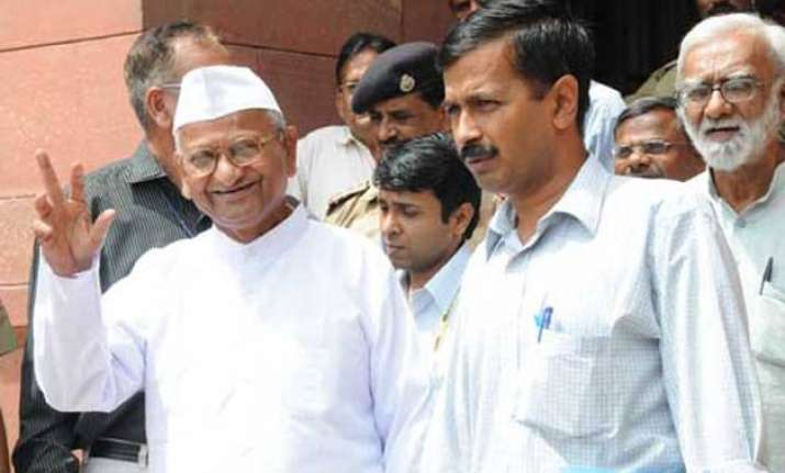 anna hazare to meet kejriwal in delhi tomorrow