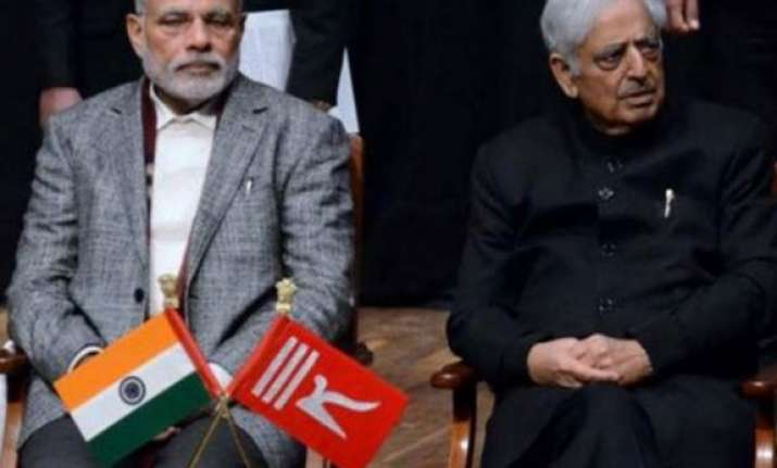 jk high court stays single bench order on two flags for