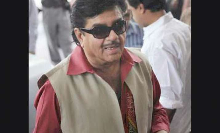 shatrughan slams gadkari s team says new wine in old bottle