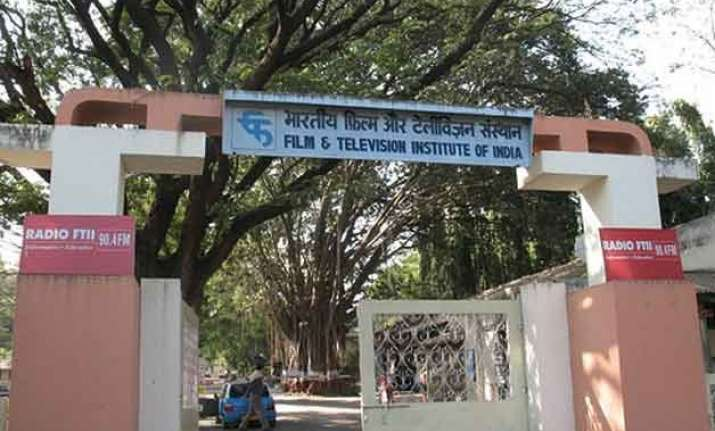 ftii crisis director dean differ on bouncers on campus