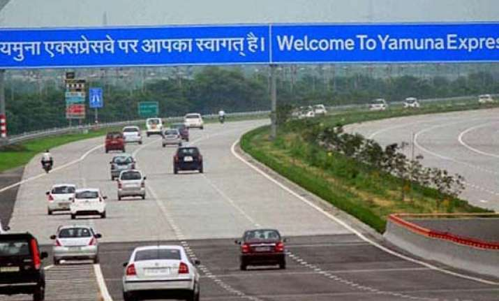 two children killed in accident on yamuna expressway