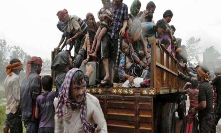 cyclone hudhud 90 000 people moved to relief camps in four