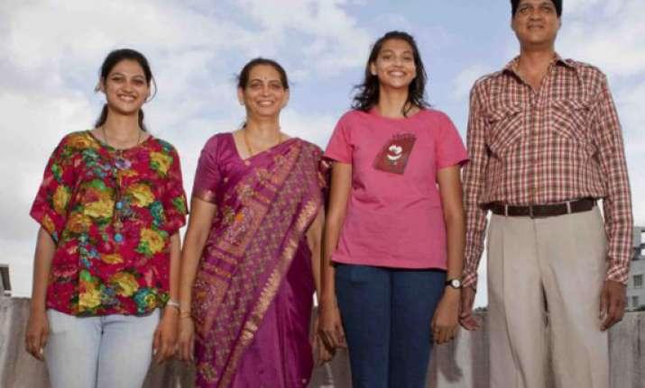 kulkarni s to set world record of tallest family