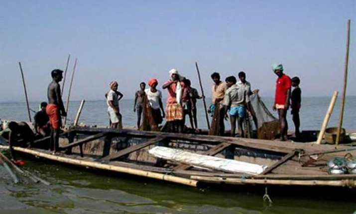 26 indian fishermen return to india after release