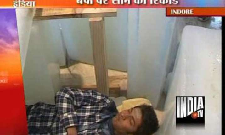 indore youth sets indian record for sleeping on ice slabs
