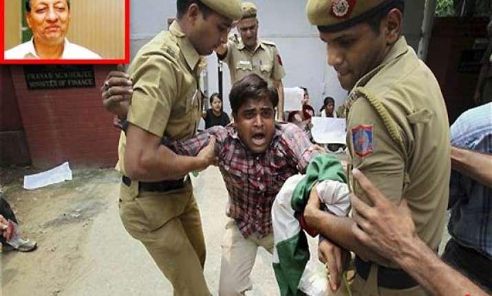 intellectuals academicians criticise upa s handling of graft