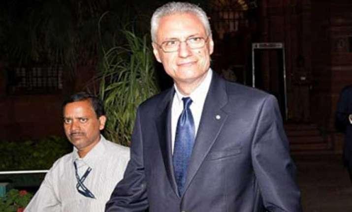 italian envoy free to leave india
