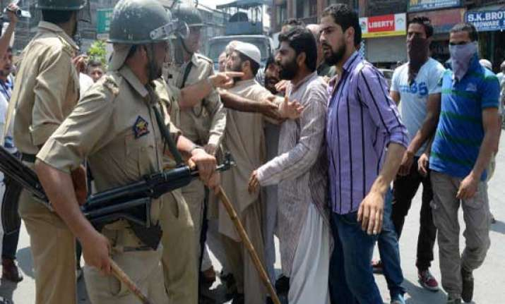 jk employees clash with police during protest march