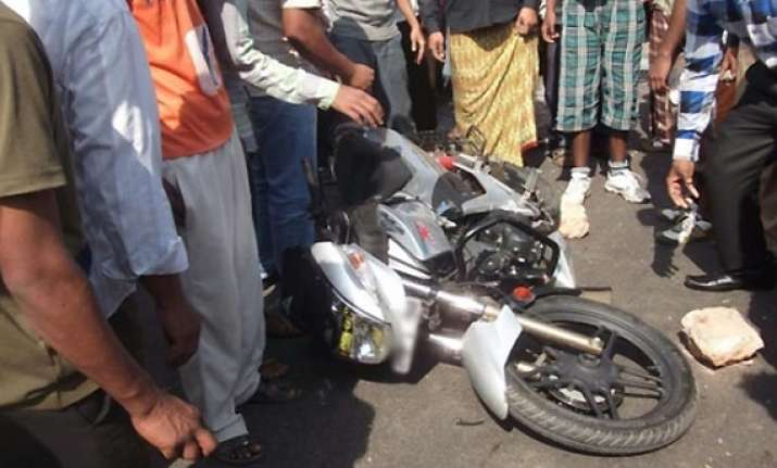 3 jnu students killed as motorbike dashes against tree