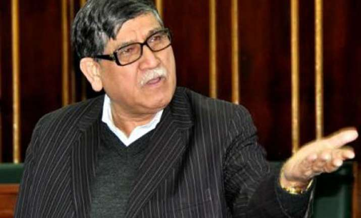 jammu and kashmir minister slaps youth for shouting during