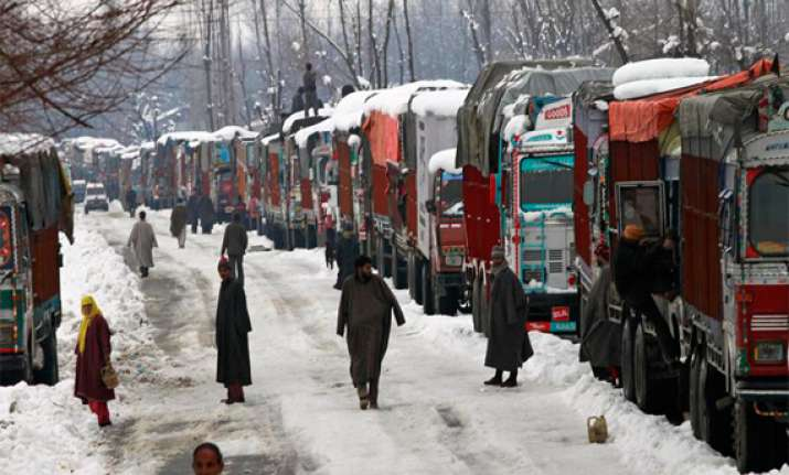 jammu srinagar nh reopens 2 000 stranded vehicles cleared
