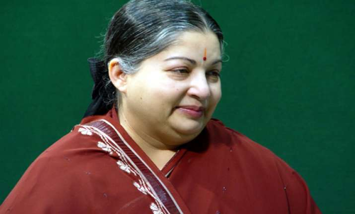 jayalalitha to distribute 400 kg gold coins to poor girls