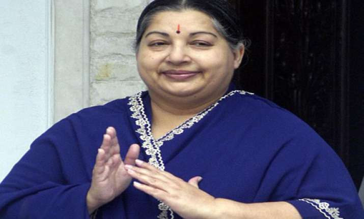 jayalalithaa asks partymen to gift 40 ls seats in 2014