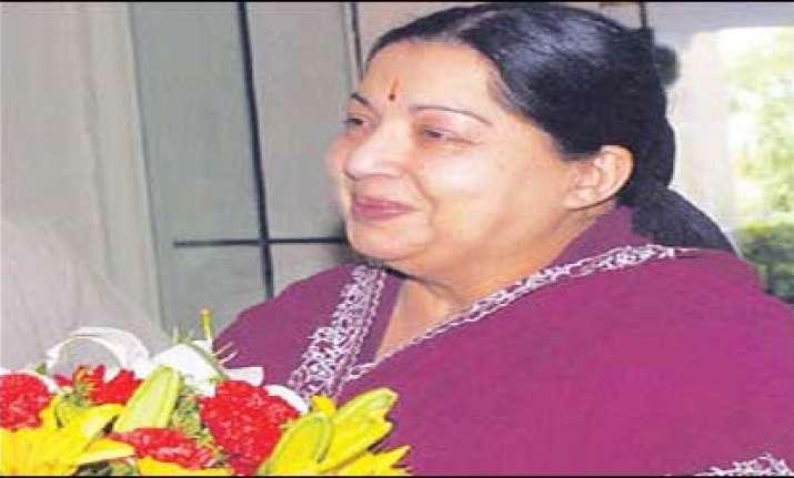 jayalalithaa visits chamundeswari temple on her 63rd