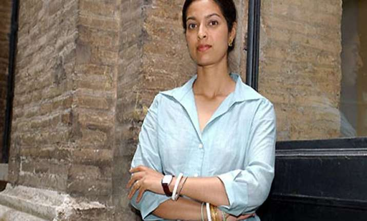 jhumpa lahiri s lowland shortlisted for top uk prize