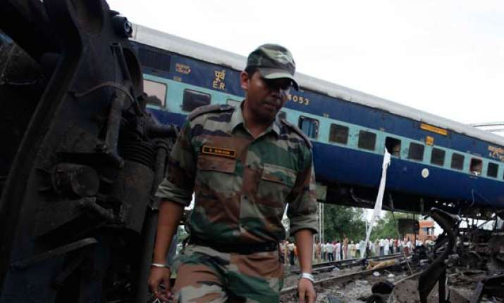kalka mail mishap army joins rescue operations