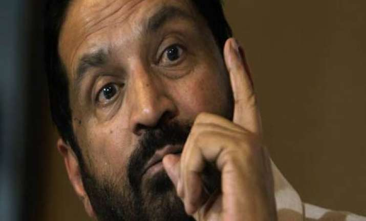 pm warns wrongdoers as kalmadi points finger at sports