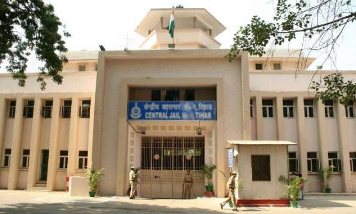 kanimozhi lodged in 15ftx10ft cell in tihar jail