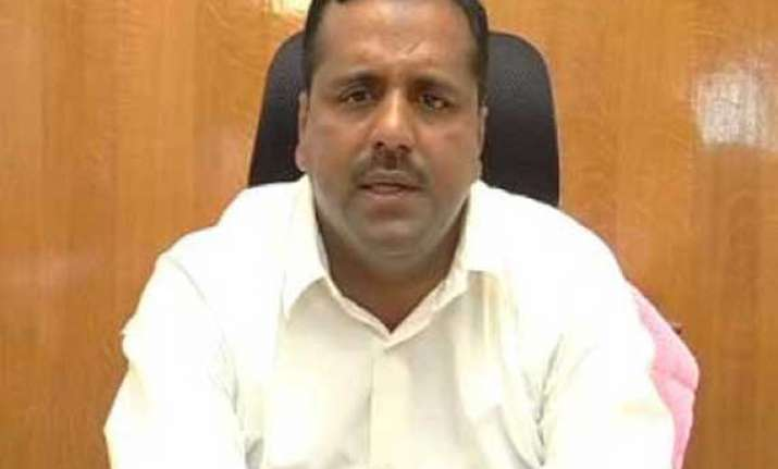 karnataka minister gives car for accident victims takes auto