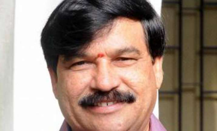 karnataka s ex bjp minister attempts suicide