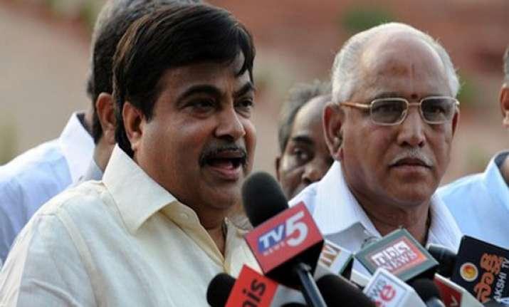 karnataka bjp crisis gadkari meets yeddyurappa gowda