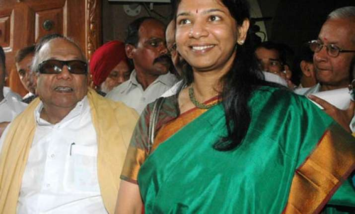 karuna receives kanimozhi cadres give rousing reception