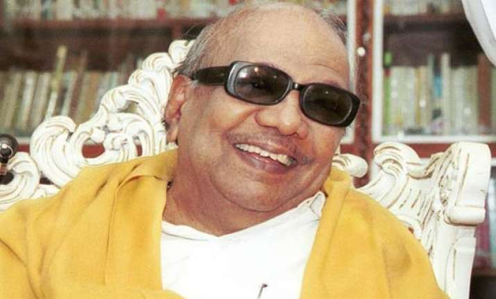 karunanidhi offers to step down