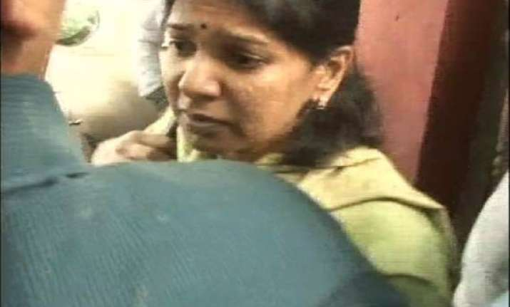 karunanidhi s daughter kanimozhi goes to tihar jail