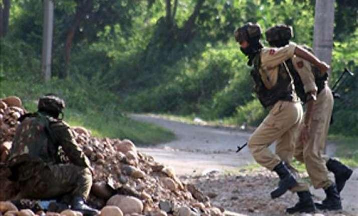 kashmir militant killed three soldiers injured