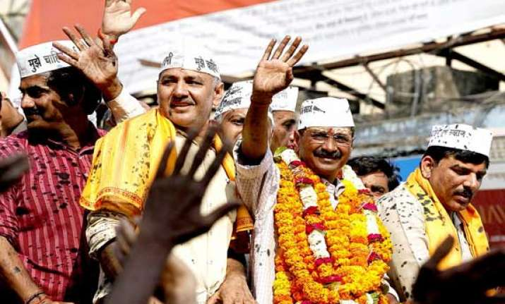 kejriwal holds massive roadshow hits out at modi