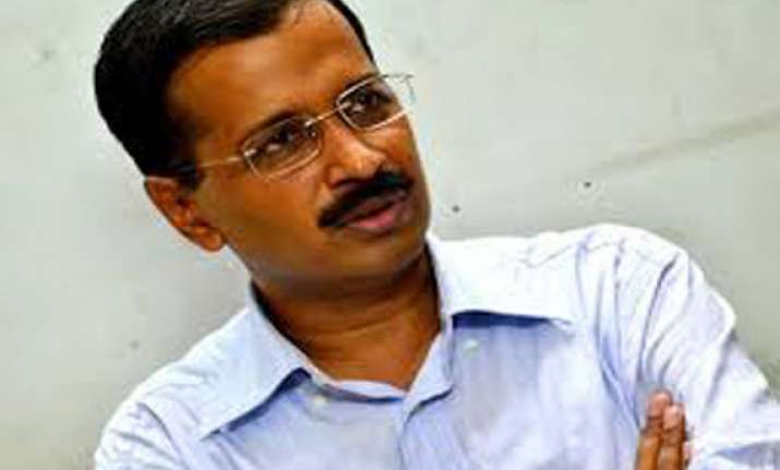 kejriwal meets wife of dead rti activist in greater noida