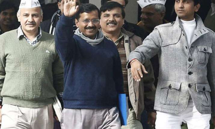 kejriwal s cabinet insists on holding assembly session in