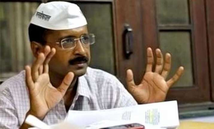 kejriwal takes out door to door campaign in old delhi
