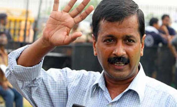 kejriwal appeals govt to withdraw its weak lokpal bill