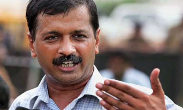 kejriwal attacks akhilesh for taking tainted ministers
