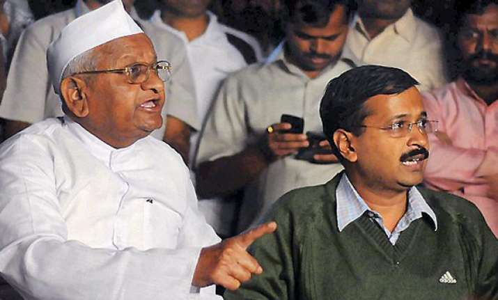 kejriwal denies hazare s connections with rss leader