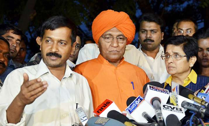 kejriwal siphoned off rs 80 lakh donations alleges agnivesh