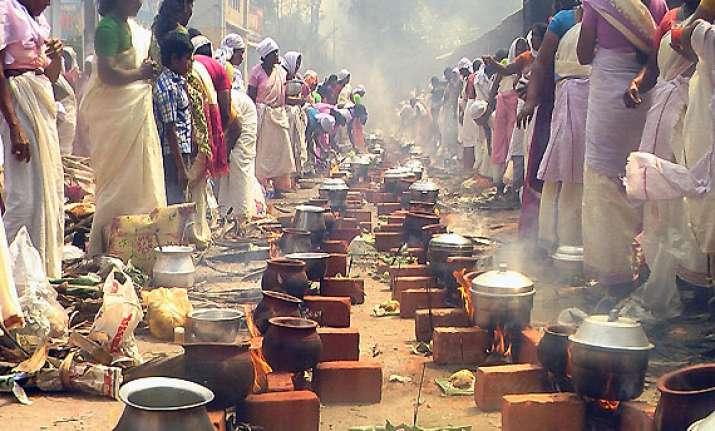 kerala women celebrate attukal pongala