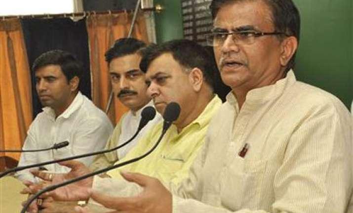 khaps support dhankar s bihari wives remarks