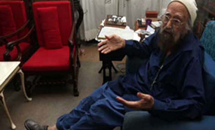know khushwant singh a prolific writer who left a mark on