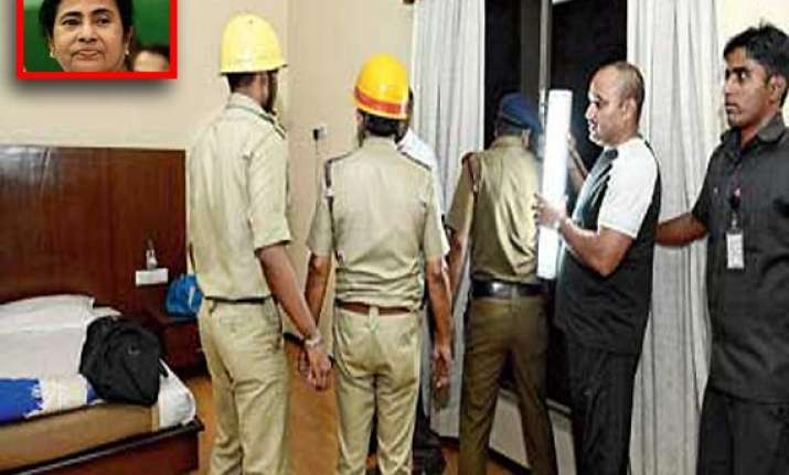know how mamata banerjee was rescued from hotel room fire