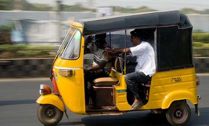 kolkata auto driver slaps girl friend