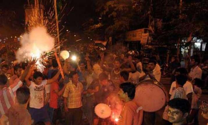 kolkata bursts crackers celebrates knight victory