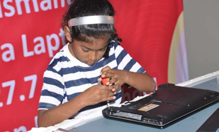 kovai girl fastest to dismantle and assemble laptop