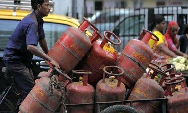 lpg consumers in delhi will get cash subsidy from jan 1