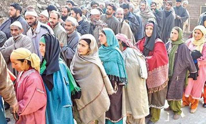 ls polls 2014 about 53 voting 4 injured in sporadic clashes