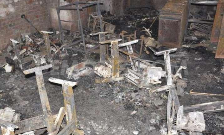 labourer killed in fire in factory in delhi