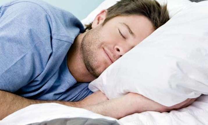 lack of sleep prevents women feeling full makes men hungrier